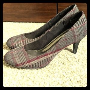 Predictions Comfort plus plaid heels 6.5
